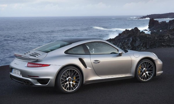 2014-Porsche-911-Turbo-S-rear-3-4