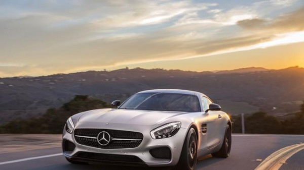 2016-Mercedes-AMG-GT-S-7