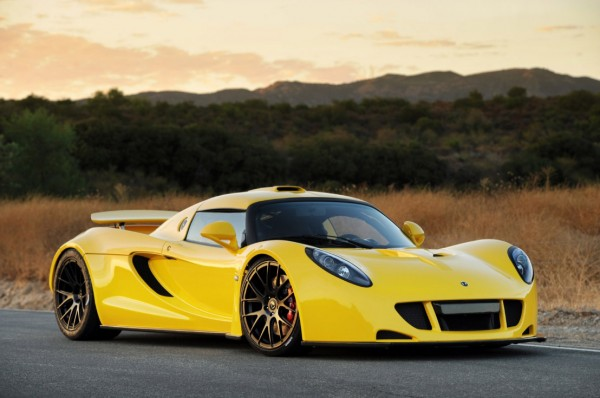 2Hennessey-Venom-GT-front-side-view-in-yellow