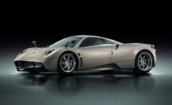 102013-Pagani-Huayra-in-studio
