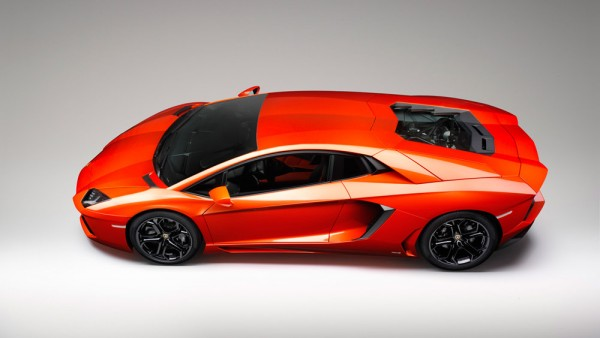 15Lamborghini-Aventador-LP700-4-top-side-view