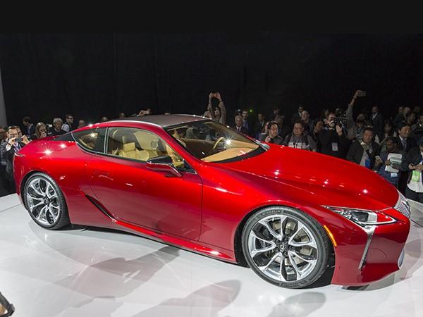 05-2018-Lexus-LC-500-crpd